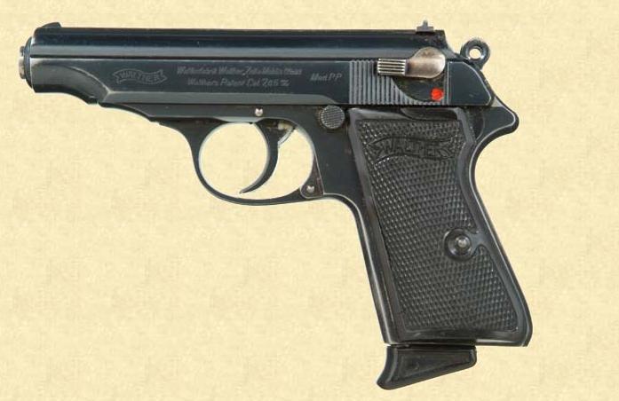 Pistolas walther rev 2 armas on line dois exemplares do modelo pp quando ainda eram produzidos em zella mehlis com as placas em ebonite preto o da foto superior possui um prolongador abaixo fandeluxe Image collections
