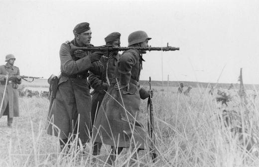Machine_gun_squad_MG34.jpeg